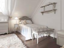 Children& x27; letto bianco di s con la coperta ed i cuscini nello stile di art deco Fotografia Stock