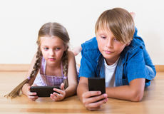 Children looking at screen of smartphones Royalty Free Stock Photography