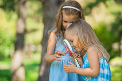 Children with a magnifying glass Royalty Free Stock Photos