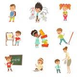 Children niepowodzenia i błędy ustawiający, sfrustowani małe dzieci doświadcza ich niepowodzenie wektorowe ilustracje na bielu ilustracja wektor