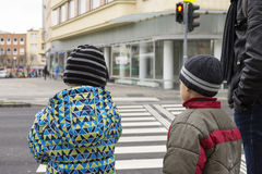 Children at pedestrian crossing with red light Royalty Free Stock Photos