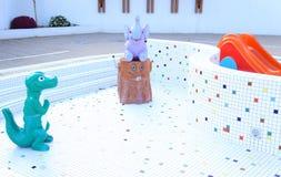 Children& x27 ; piscine de s vidangée Images stock