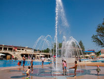 Children playing in the fountain in the park Stock Photography