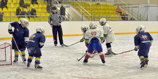Children playing hockey Royalty Free Stock Photography
