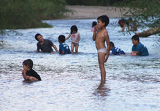 Children playing in a river Royalty Free Stock Photos