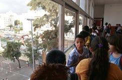 Children przy szkołą zdjęcia royalty free