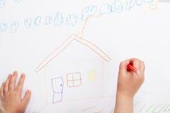 Children ręka malująca do domu Zdjęcia Royalty Free