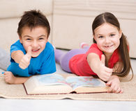 Children is reading book Royalty Free Stock Images