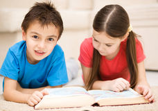 Children is reading book Royalty Free Stock Photography
