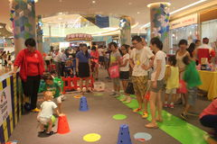 Children's fun competitions in Shenzhen Tai Koo Shing Shopping Center Stock Photos