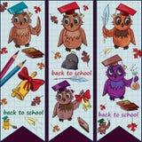 Children's_1_illustration sul tema della scuola, gufo dell'uccello che tiene a illustrazione vettoriale