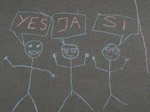 Children& x27; s krijt die op asfalt trekken Stock Foto
