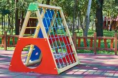 children' s speelplaats in een openbaar park, kid' s vermaak en recreatie royalty-vrije stock foto