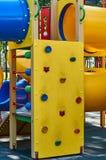 children& x27; s speelplaats in een openbaar park, kid& x27; s vermaak en recreatie stock afbeelding