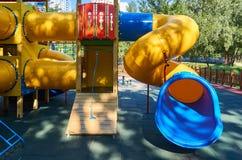 children& x27; s speelplaats in een openbaar park, kid& x27; s vermaak en recreatie royalty-vrije stock foto