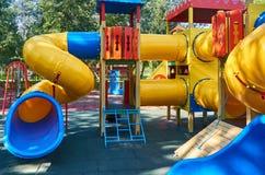 children' s speelplaats in een openbaar park, kid' s vermaak en recreatie royalty-vrije stock foto's