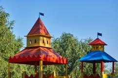 children' s speelplaats in een openbaar park, kid' s vermaak en recreatie stock fotografie