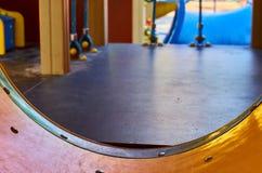 children' s speelplaats in een openbaar park, kid' s vermaak en recreatie, binnenmening stock afbeelding