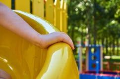 children& x27; s speelplaats in een openbaar park, kid& x27; s vermaak en recreatie met kid& x27; s hand royalty-vrije stock fotografie