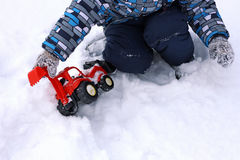 Children& x27; s-Spiele im Winter Stockfoto