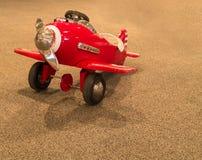 Childs Pedałowy samolot zdjęcia royalty free