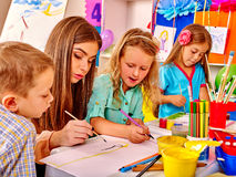 Children with teacher woman painting on paper in Stock Photos