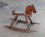 Children& x27; лошадь s деревянная тряся Стоковое Изображение