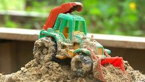 Children zabawkarscy w piaskownicy wideo zwolnionym tempie zbiory wideo