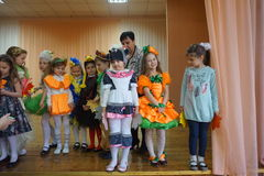 Childrens autumn show Royalty Free Stock Photography