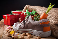 Childrens shoe and pepernoten for Sinterklaas Royalty Free Stock Photos