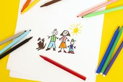 Free Childs Drawing Of Family Royalty Free Stock Photo - 129080115
