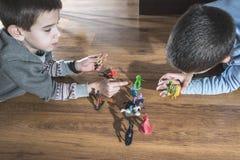 Childs que joga com brinquedos pequenos Imagem de Stock Royalty Free