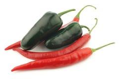 Chile candente y jalapeno de las pimientas verdes Fotografía de archivo libre de regalías