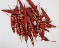 Chile, escamas de pimienta roja y explosi?n del polvo de chile imagen de archivo