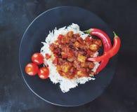 Chile y arroz rojos del pollo del curry fotos de archivo