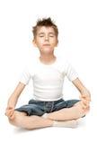 chiled практикуя йога стоковое изображение rf
