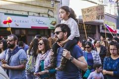 Chilenare protesterar det privata pensionsystemet arkivfoton