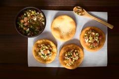 Chileno Sopaipilla Fried Pastries com salsa de Pebre imagem de stock