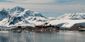 Chilensk antarktisk grund Gonzales Videla, Waterboat punkt, antarktisk halvö royaltyfri foto