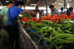 Chiles verdes calientes para la venta imagen de archivo libre de regalías