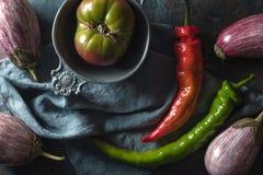 Chili, баклажан и томат на таблице Стоковые Фото