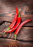 Chili на деревянной предпосылке Стоковое фото RF