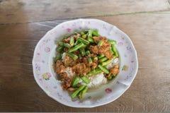 Chili bobowa polewka z crispy wieprzowiną Obraz Stock