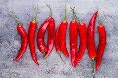 Chili Cayenne pieprz na popielatym tle zdjęcie royalty free