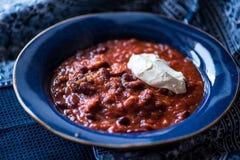Chili con carne com fraiche da nata Imagens de Stock