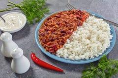 Chili con carne med vita ris Royaltyfria Bilder