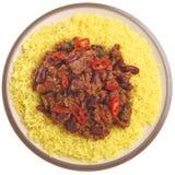 Chili con carne mit dem Reis lokalisiert auf Weiß Lizenzfreies Stockbild