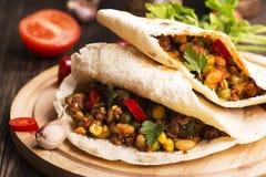 Chili Con Carne in Pitabroodjes Royalty-vrije Stock Afbeeldingen