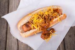 Chili Dog com queijo Imagem de Stock Royalty Free