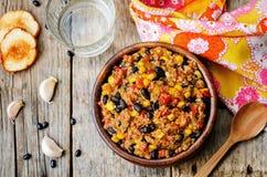 Chili för svarta bönor, quinoa- och havre royaltyfria bilder